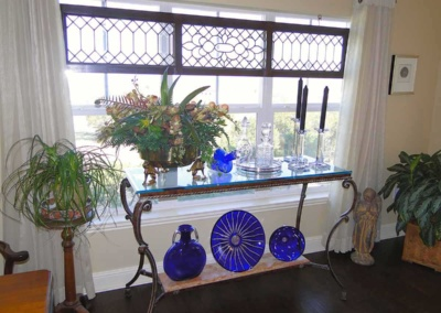accessories-arranged-window-area-senior-move-opt