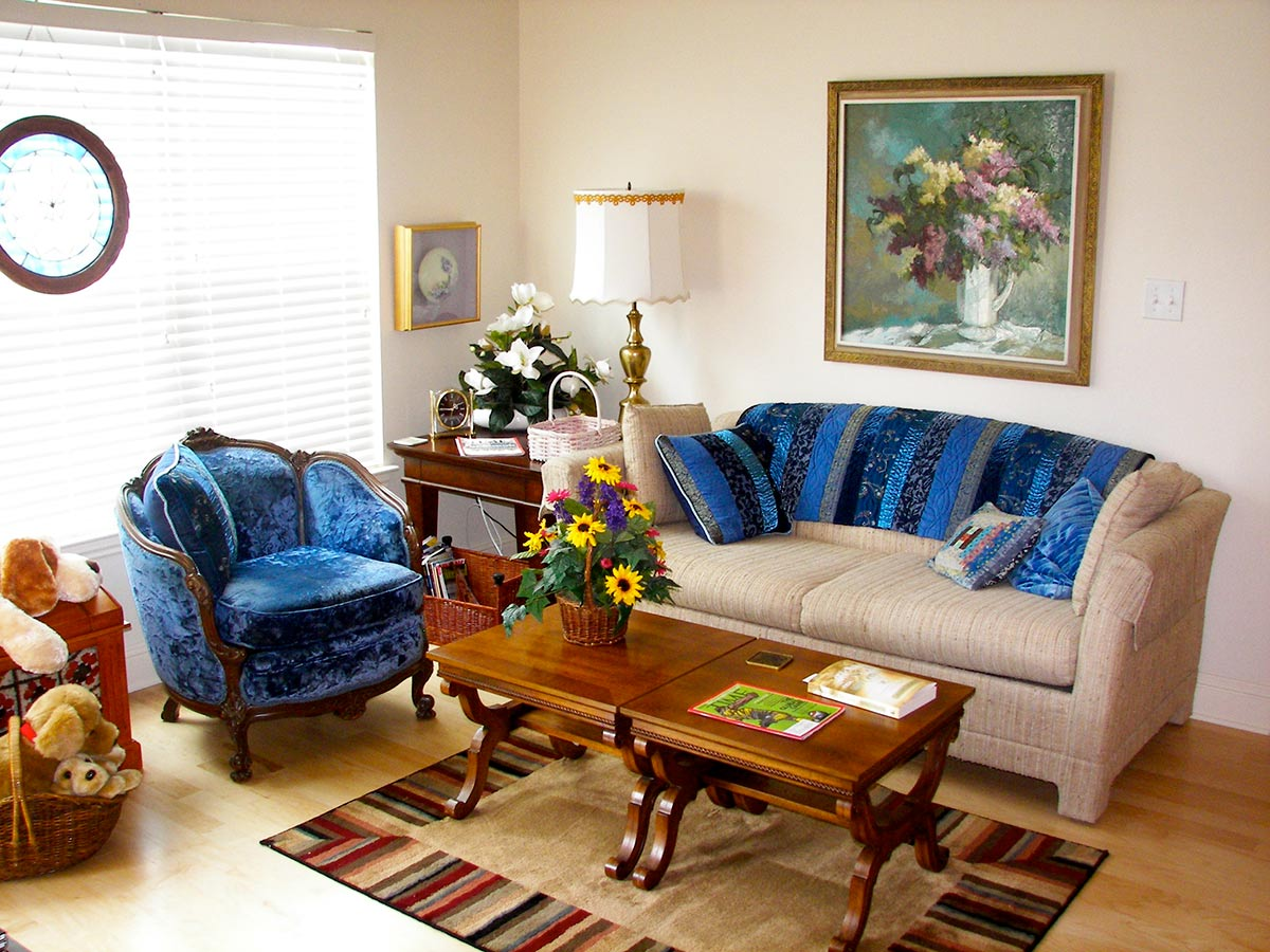 living area 2 senior move. Senior Move Help   Photos of How We Arrange Your Treasures