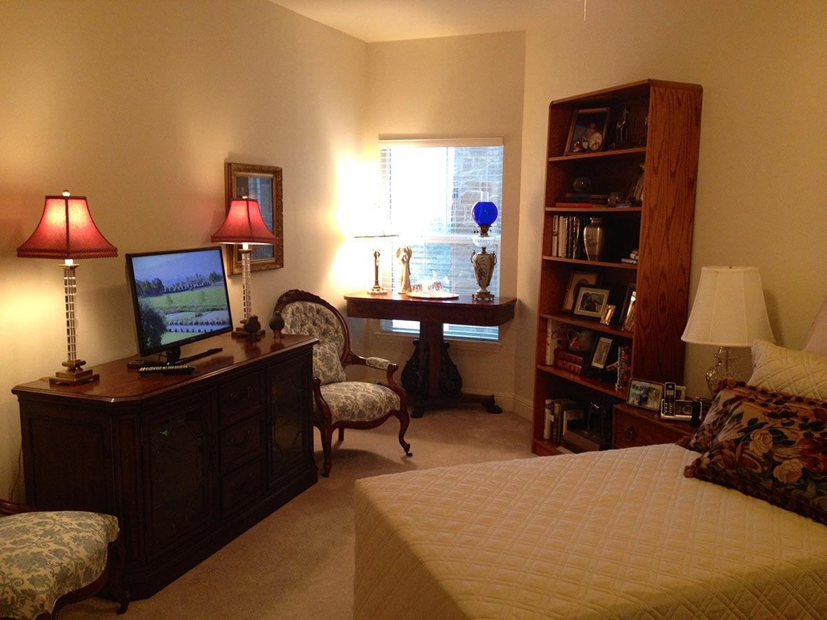 Senior Bedroom With Tv Bookcase Senior Move