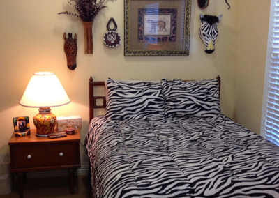 zebra-print-bed-accessories-decorated-senior-move